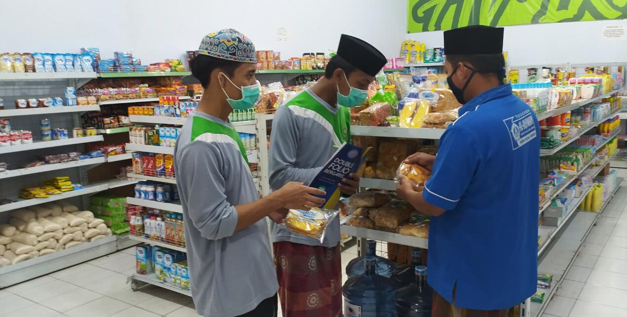 Pastikan Kelayakan dan Kesehatan Makanan Santri, Tim Kabid POM Poskestren Miftahul Ulum Lakukan Sidak